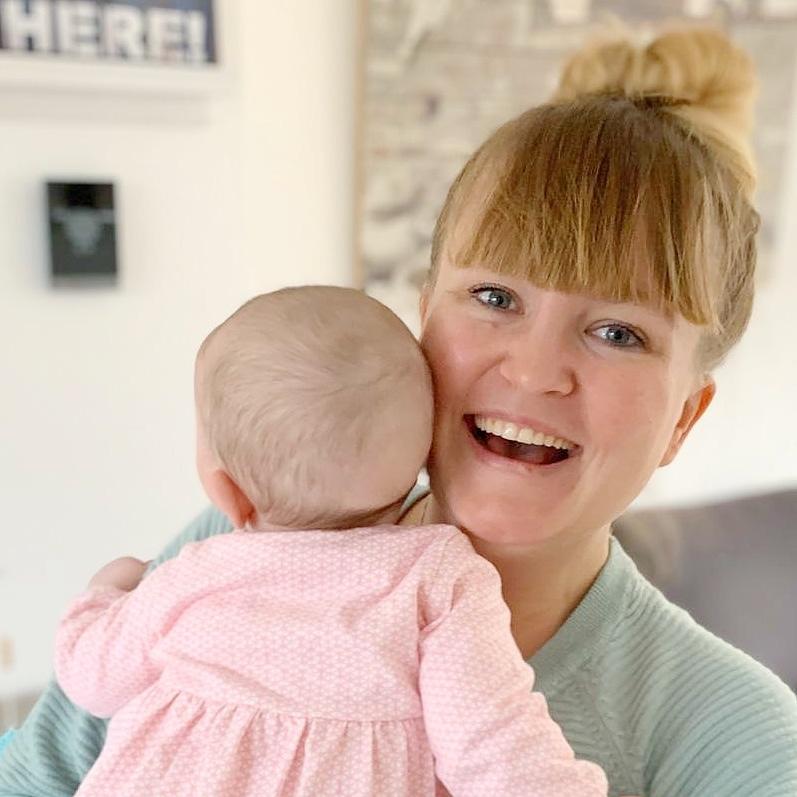 Marisa geeft flesvoeding