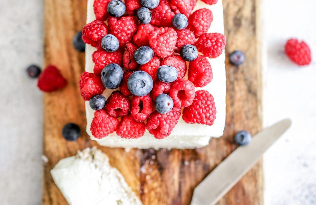 Frozen yoghurt cake